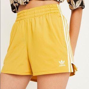 ADIDAS Yellow Shorts - Pockets Size S